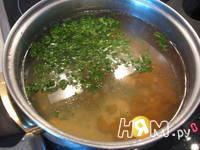 Приготовление куриного бульона с сухариками: шаг 2
