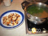 Приготовление куриного бульона с сухариками: шаг 5