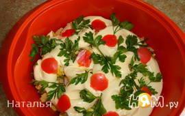 Салат с маринованными грибами, курицей и сыром
