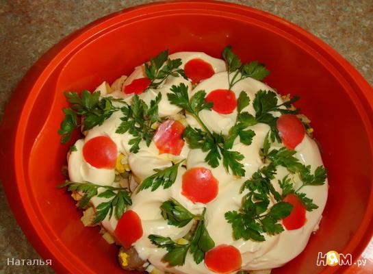 Рецепт Салат с маринованными грибами, курицей и сыром