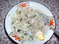 Приготовление салата из жареных грибов с огурцом: шаг 2