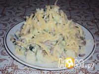 Приготовление салата из жареных грибов с огурцом: шаг 3