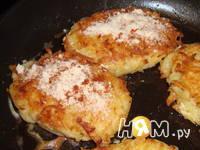 Приготовление котлет из картофеля с начинкой: шаг 6