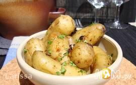 Молодой картофель с чесноком и петрушкой