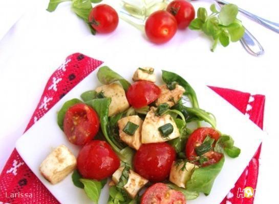 Рецепт Салат из помидоров, моцареллы и базилика