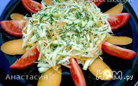 Яркий овощной салат со свежим кабачком