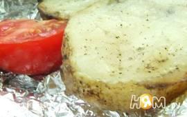 Картофель в фольге со слив. маслом (в углях)