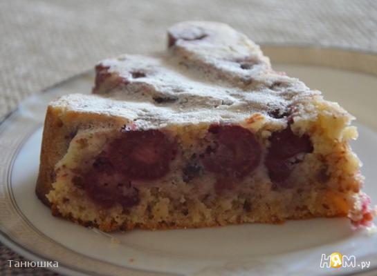 Миндальный пирог с вишней