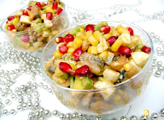 "Рецепт Салат с морепродуктами и гранатом ""Посейдон"""
