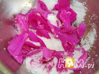 Приготовление сухого варенья из роз: шаг 1