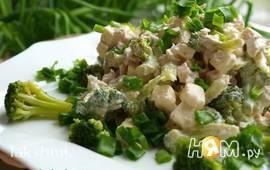 Салат с брокколи курицей и брынзой