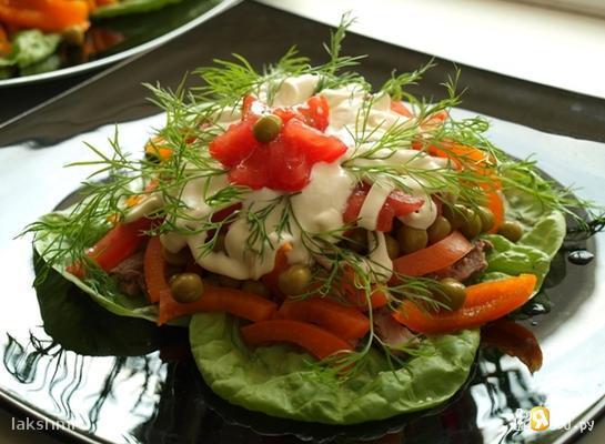 Салат с языком и помидорами