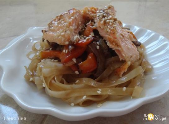 Рецепт Рисовая лапша с овощами и сёмгой в кунжуте