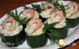 Креветочный салат в зеленых стаканчиках