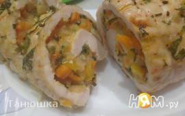 Фаршированная грудка индейки с базиликовым соусом