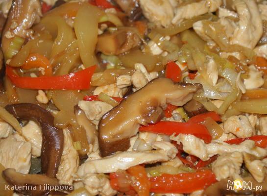 Куриное филе с овощами в устричном соусе