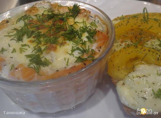 Яйца-пашот с лососем и ароматными тостами