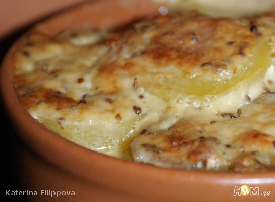 Картофельная запеканка с яблоками и беконом