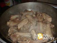 Приготовление свиных ребер в пиве с картошкой: шаг 5