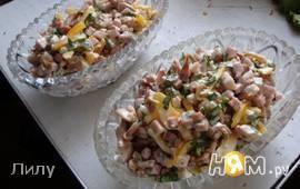 Салат с копченой куриной грудкой и ананасом