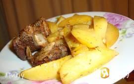 Свиные ребрышки с картофелем, запеченные в рукаве