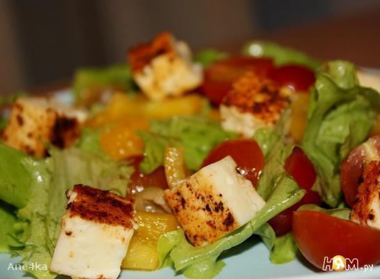 Салат овощной с жареным сыром