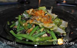 Теплый салат с фасолью и шампиньонами
