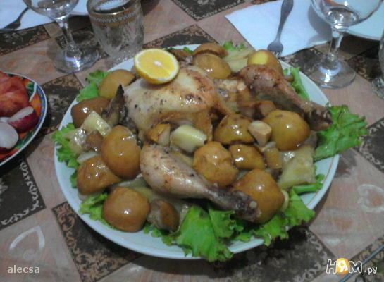 Запеченная курица с яблоками