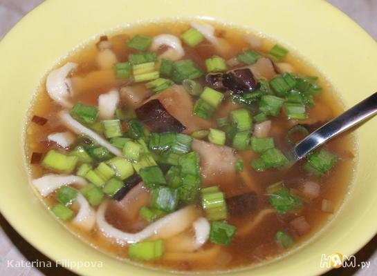 Рецепт Зимний суп с шиитаке, запеченным чесноком и лапшой