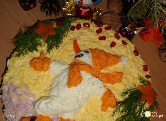 Варианты украшения новогодних салатов