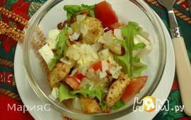 Салат из куриного филе с помидорами
