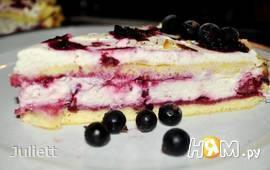 Бисквитный торт с маскарпоне и ягодами