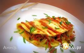 Омусоба – японский омлет с овощам и соусом тонкацу