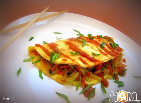 Рецепт Омусоба – японский омлет с овощам и соусом тонкацу