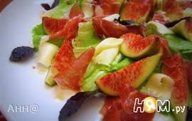 Салат с инжиром, хамоном и козьим сыром