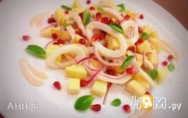Салат с кальмарами под йогуртовым соусом