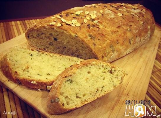 Хлеб с овсяными хлопьями и зелёным луком