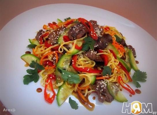 Тёплый салат с телятиной в азиатском стиле