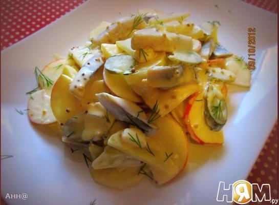 Рецепт Салат с сельдью, яблоком и картофелем