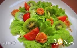 Лёгкий салат с киви и куриным филе