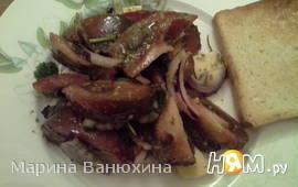 """Салат """"Черный лебедь"""" с песто и копченым сыром"""