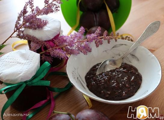 Варенье из слив и шоколада с арахисом