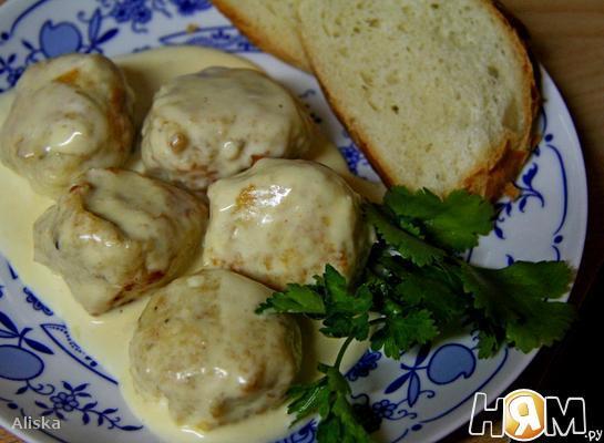 Куриные фрикадельки в сырно-сливочном соусе