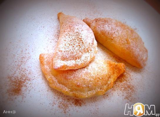 Творожные пирожки с яблоком и корицей