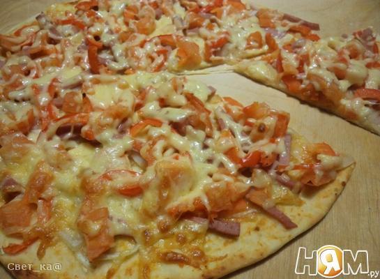 Пицца с ветчиной и болгарским перцем