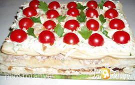 Закусочный  торт с чесночными стрелками