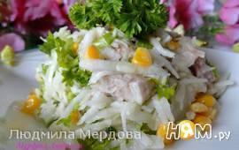 Теплый салат с капустой