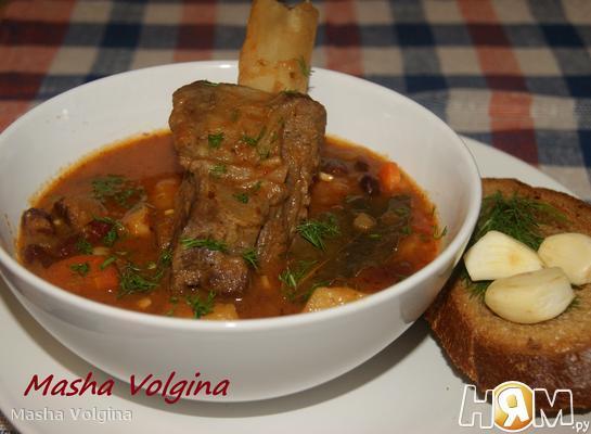 Густой суп с ребрышками и фасолью