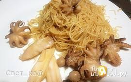 Осьминожки с рисовой лапшой