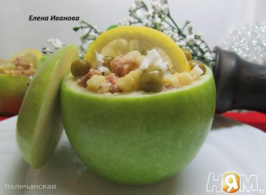 Рецепт Салат из печени трески с яблоком